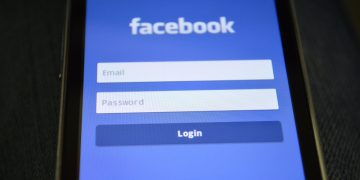 Why Does Facebook Accept Passwords That Are Wrong? screenshot