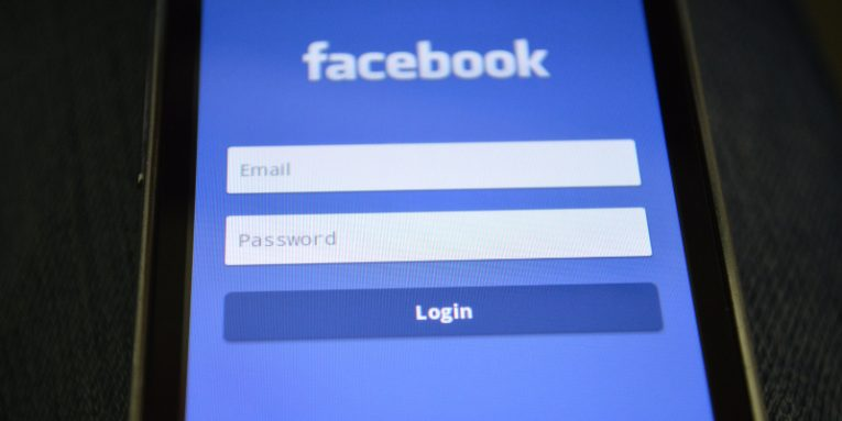 Facebook Accepts Wrong Passwords